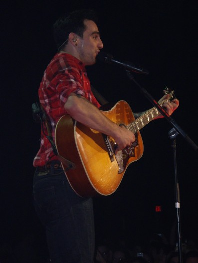 hedley chat rooms On a dare from the old hedley line-up jacob hoggard, singer of hedley and self-confessed attention whore chat rooms me and hedley jacob hoggard bio.